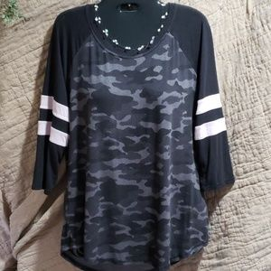 Womans 3/4 sleeve top